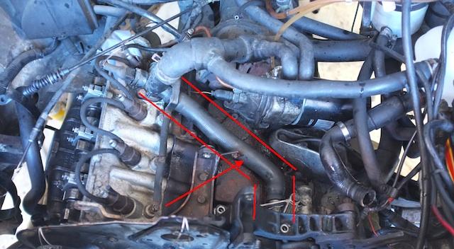 T3 Dieselmotor Kuehlmittelschlauch scheuert auf Rumpfmotor