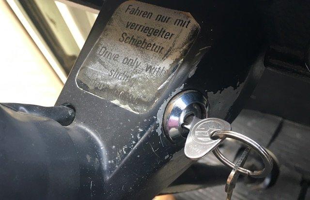 VW Bus T2 Lenksaeule Zuendschloss abgegriffen