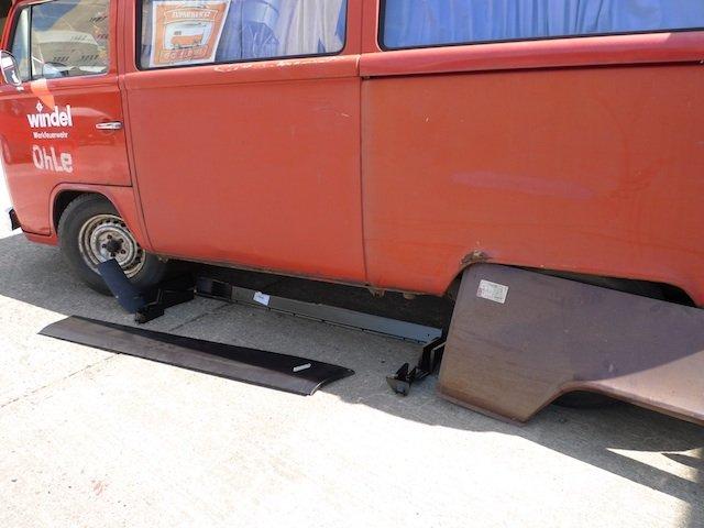 VW Bus Restauration schlechte Reparaturbleche