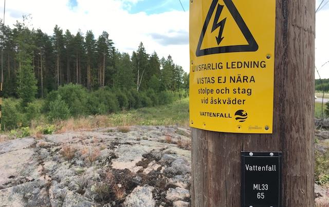 Schweden Starkstrom auf Holzmasten