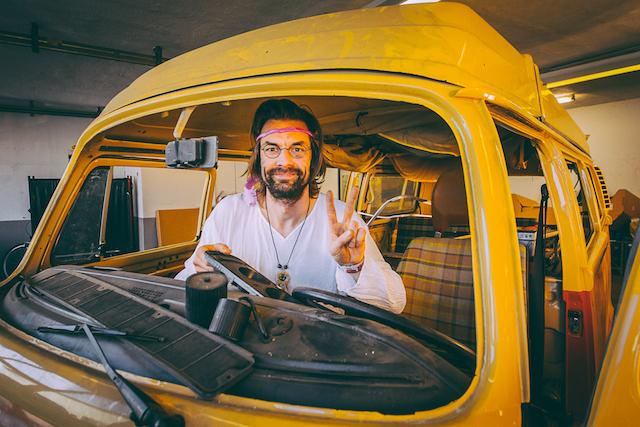 VW Bus Checker wirbt um FAIRSTAENDNIS