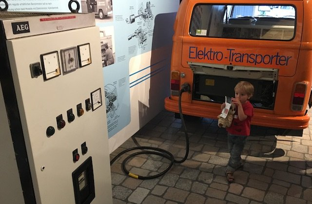 Elektrotankstelle VW Bus erste Serie