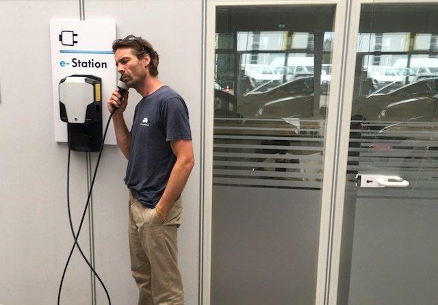VW Bus Checker Test Elektromobilitaet