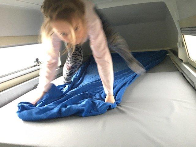 Bett oben im California Exclusiv duenne Matratze