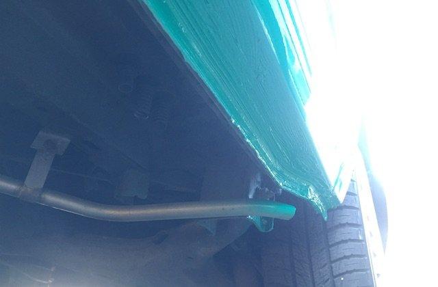 T4 frisch lackiert Farbnebel auf Abgasrohr Standheizung