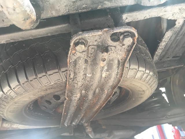 VW Bus Unterboden schwarz gemacht einfach ueber den Rost drueber