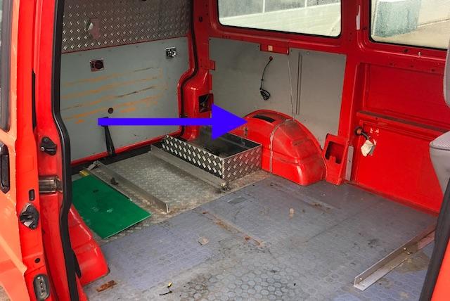 Feuerwehr VW Bus Innen hinten ohne Ausbauten