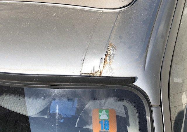 KlappDachCamper VW Bus T4 Rost an der Frontscheibe Oberkante zum Dach