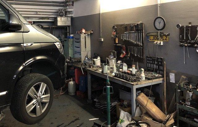 VW Bus Hinterhofwerkstatt guter Service