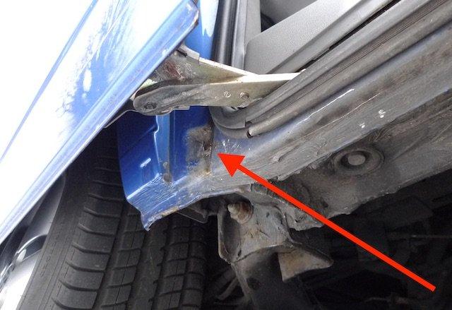Anschlag Scheibetür hinten unten Rostnester VW Bus T4