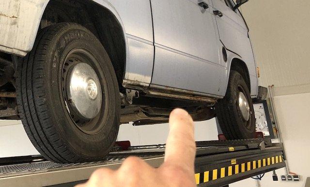 Schweller unter der Schiebetür VW Bus T3 durchrostet