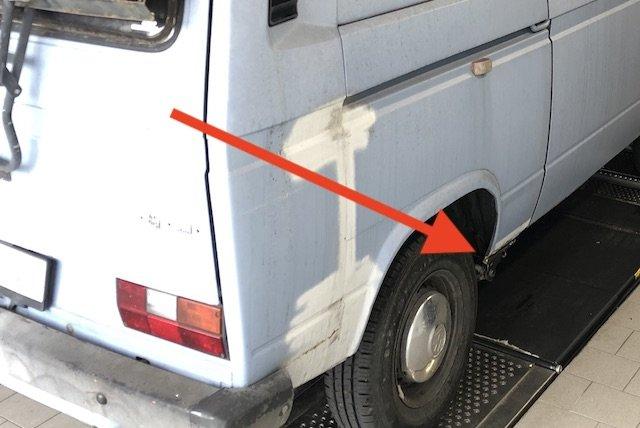 Stopfen im Radhaus VW Bus T3 hinten fehlen oft Ursache Rost
