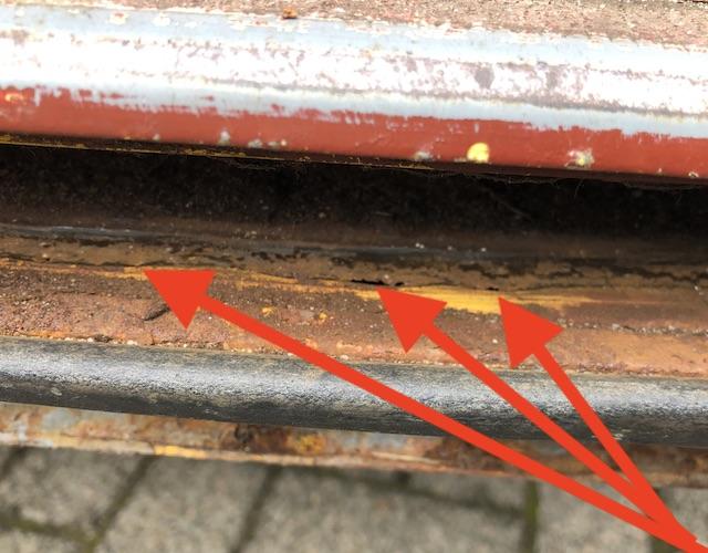 T3 Laufschiene Schiebetüre durchrostet Postbus Nahaufnahme