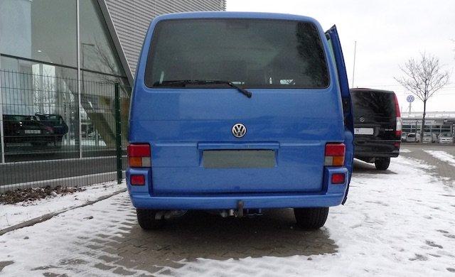 VW Bus Spezialisten Berlin neben Volkswagen Autohaus