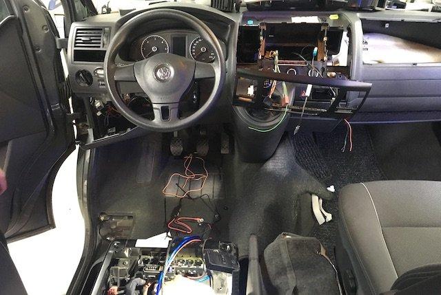VW Bus T5 Rückfahrkamera nachrüsten mit grossem Radiodisplay