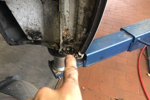 Dreck hinter Radhausschalen Rost VW Bus T5