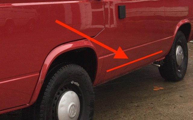 Karosseriesicke VW Bus T3 Seitenteil hinterm Fahrer aussen unten fehlt