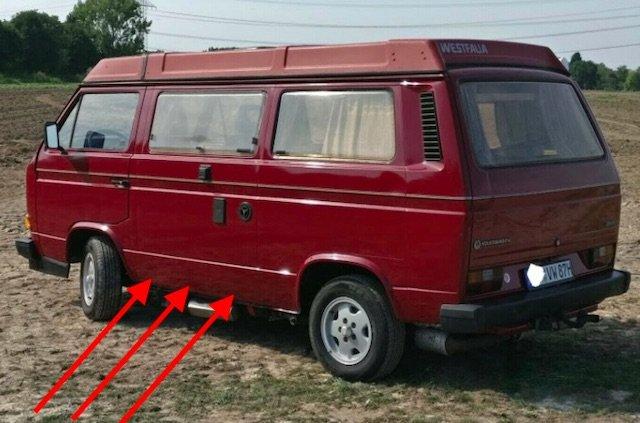 VW Bus T3 Seitenteil links unterhalb durchrostet