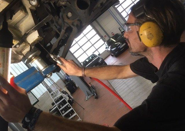 VW Bus Unterboden strahlen per Eis Erfahrungen BusChecker
