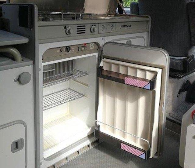 warme Abluft vom Kühlschrank im T3 Camper lässt Seitenteil innen rosten