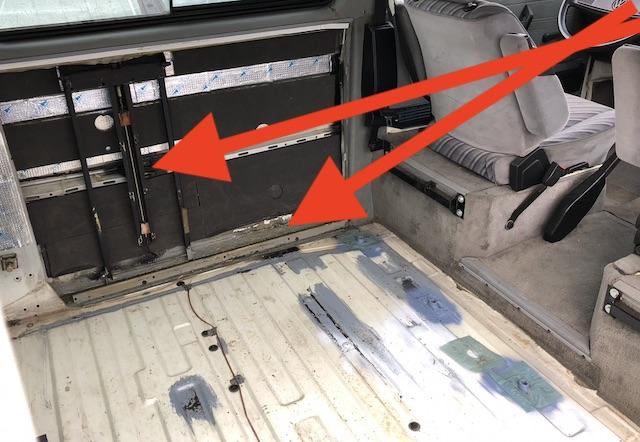 VW Bus T3 Seitenschaden Seitenteil links maessig repariert Ansicht Innenseite