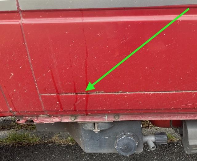 Seitenteil hinterm Fahrer Sicke unten VW Bus T3 Rost am Falz