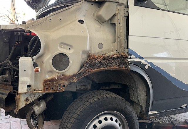 VW Bus Komposter T4 Rost hinter Kotflügel