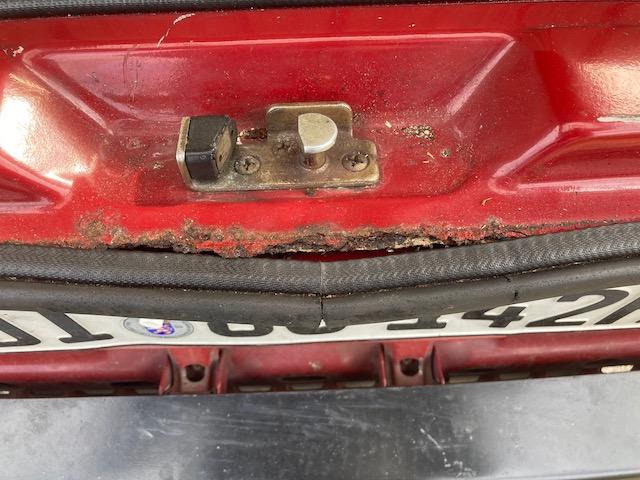 VW Bus T3 Aufnahme Gummi Heckklappe an Karosse stark verrostet
