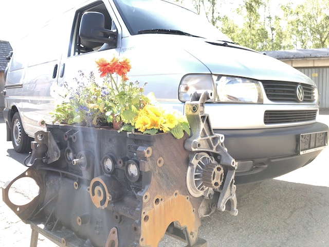 VW Bus T4 Syncro 5 Zylinder TDI Motor Legende Blumenkasten