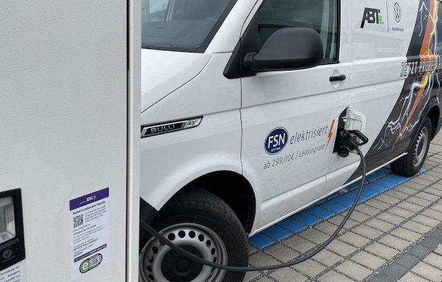 Ladesäule Kabel reicht grade so VW Bus laden