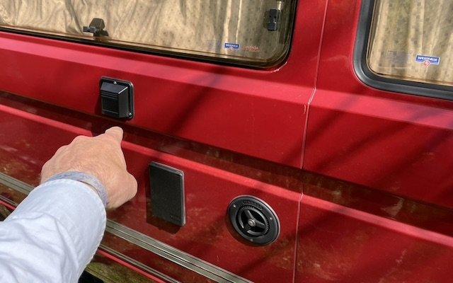 Abgaskamin VW Bus T3 mit originalen Schrauben