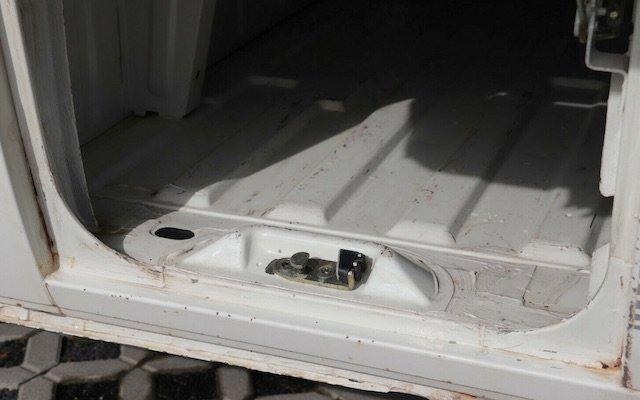 Doppelkabine Tresor Bereich Fangbolzen prüfen Rost